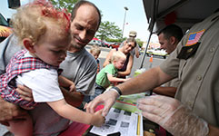 sheriff deputy fingerprinting with kids